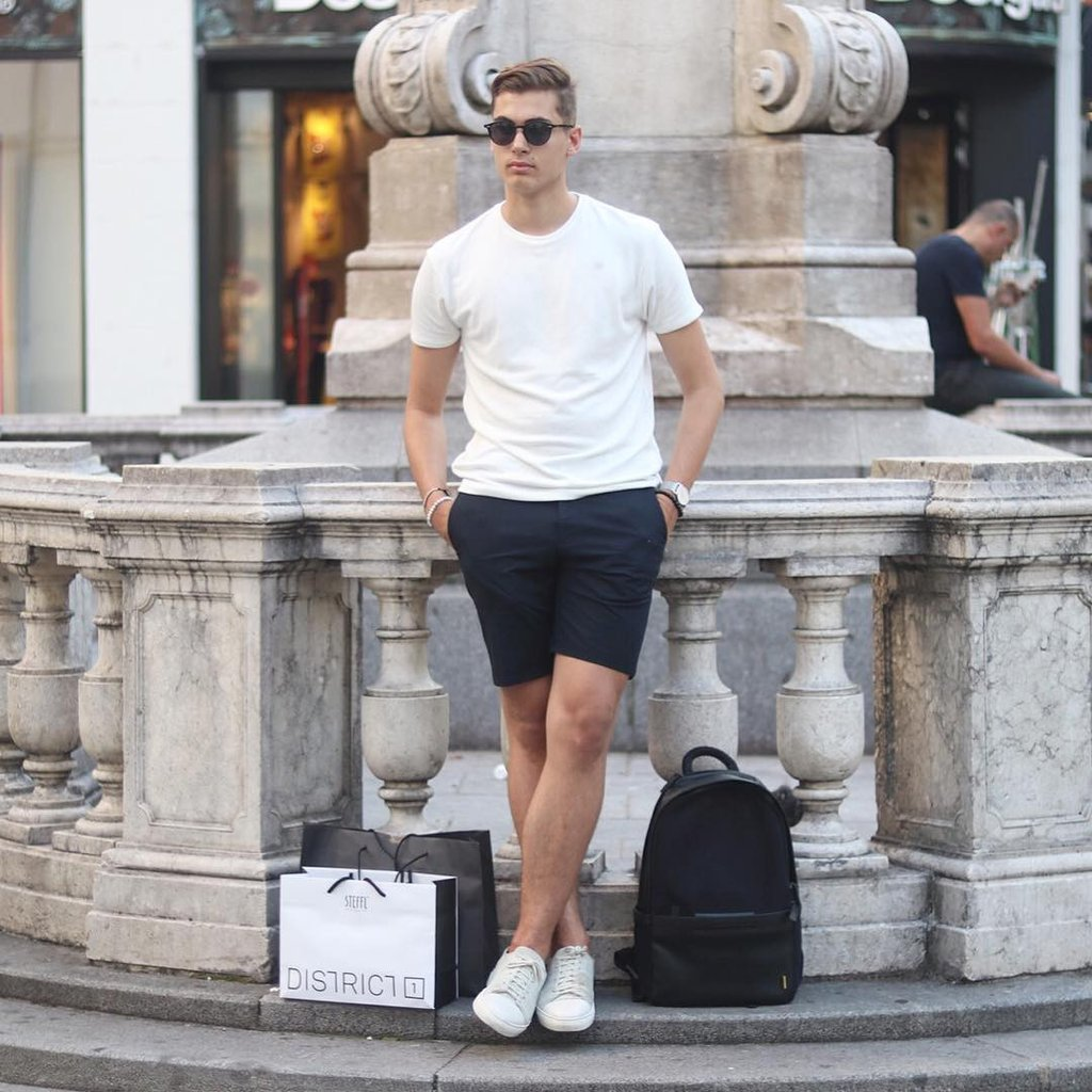 Simple_Outfits_For_Men_Minimalist_Street_Style_2_1024x1024