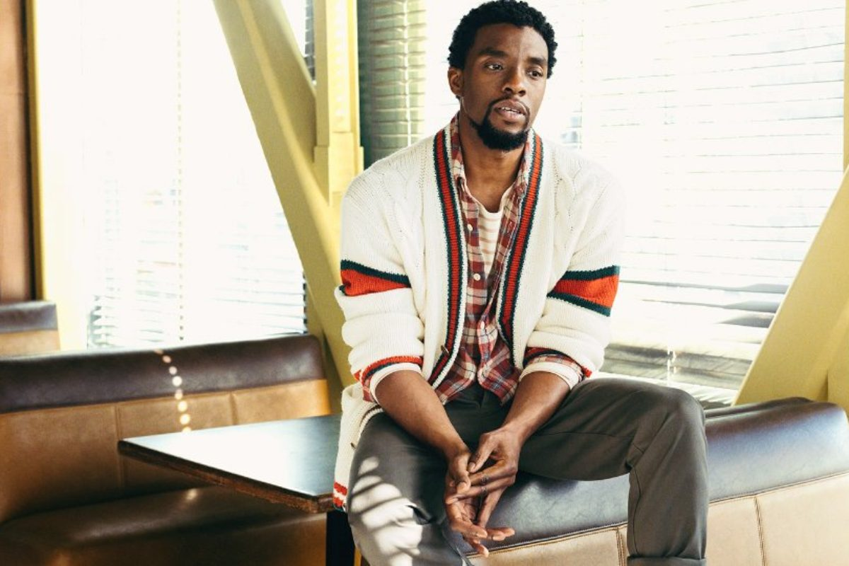 "O ""Black Panther"" Chadwick Boseman posa para editorial fashionista da Mr Porter"